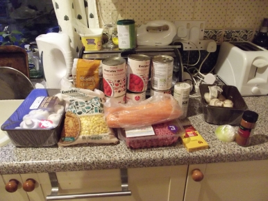 The ingredients for student bolognaise. Beef mince (the normal stuff, so it'll need the fat draining), tinned tomatoes, and all sorts of vegetables.